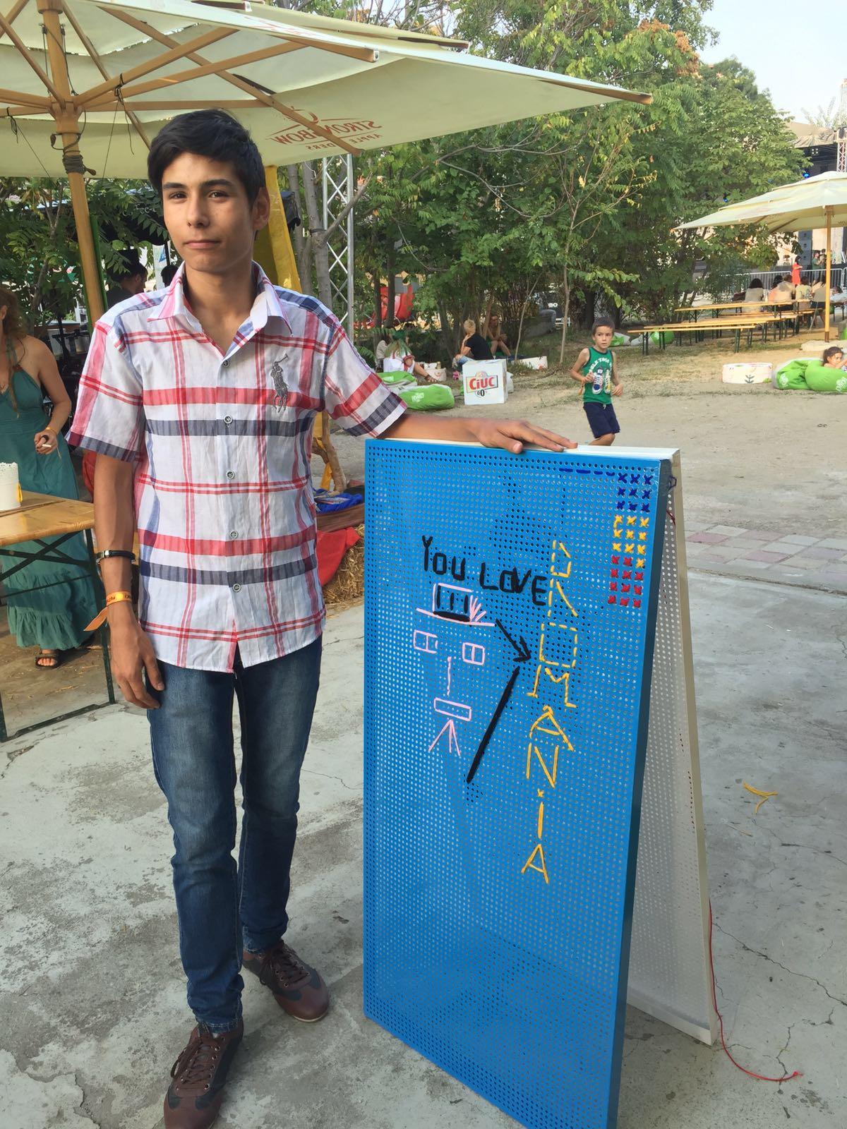 atelier-de-cusut-pe-tabla-de-otel-la-balkanik-festival