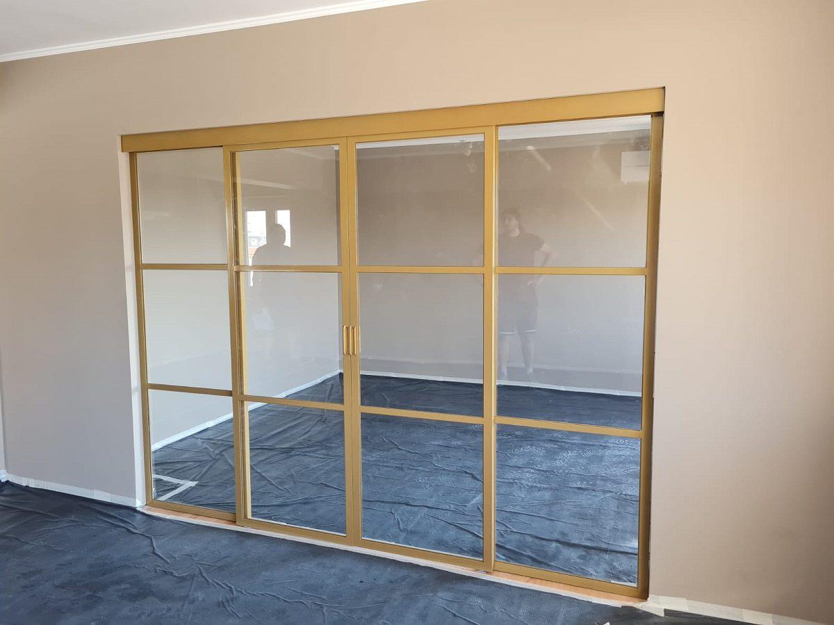 compartimentare metal sticla dormitor living