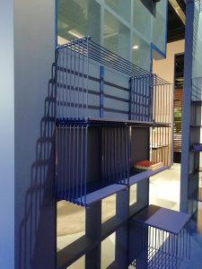 etajera metalica albastra