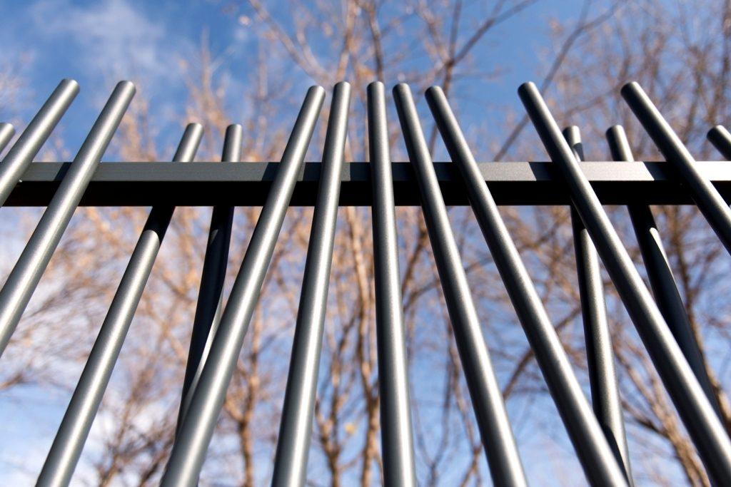 gard metalic din tevi rotunde