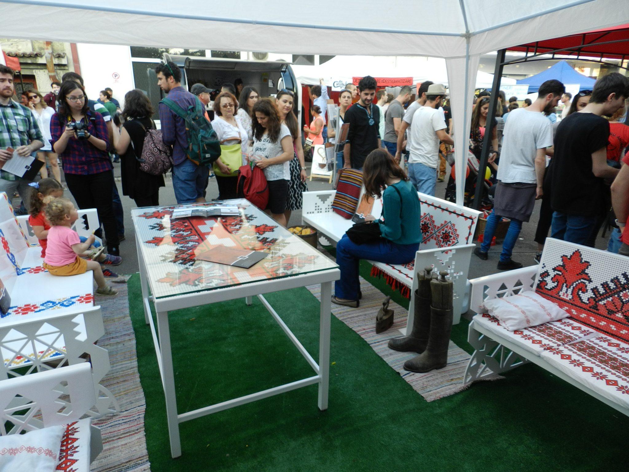 mobilier inspiratie folclor la Femei pe Matasari